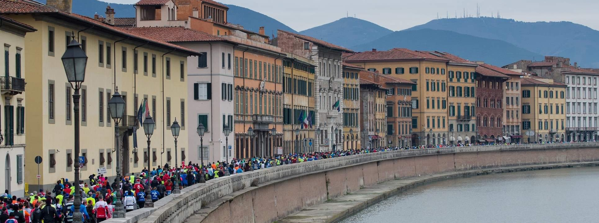 Race day on Arno river banks